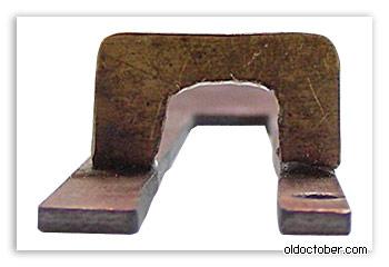 Верхняя пластина, фиксирующая клиновидный механизм.