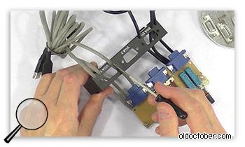 Отверстия для дополнительных кабелей в задней панели KVM переключателя.