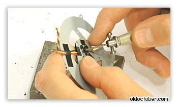 Выталкивание втулки подшипника из корпуса вентилятора.