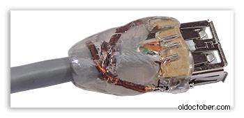 Покрытие места соединения кабеля с гнездом USB термоклеем.