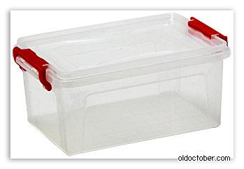 Пластиковый контейнер для хранения всякой всячины.