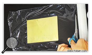 Натягивание полиэтиленовой плёнки на шаблон.