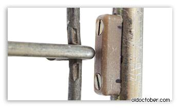 Сухарь, разгружающий механизм сложения тележки.