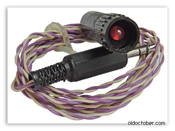 Светодиод АЛ307, вмонтированный в колпачок от фломастера.