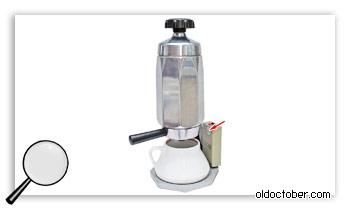 Блок управления, установленный на кофеварку.