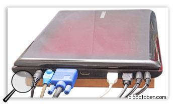 Ноутбук, используемый в качестве системного блока.