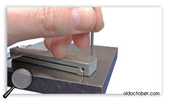 Выколачивание заклёпок из корпуса ползункового потенциометра.