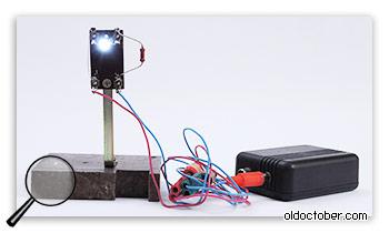 Светодиод на импровизированной подставке.