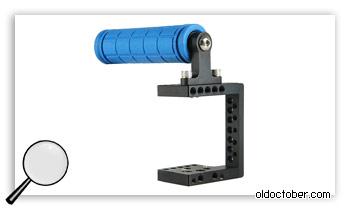 Фабричный девайс для удержания камеры одной руками.